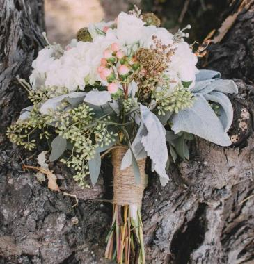 HINT OF COLOR  Wedding