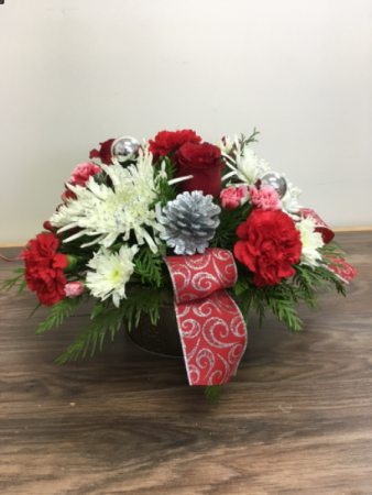 Holiday Splendor Christmas arrangement