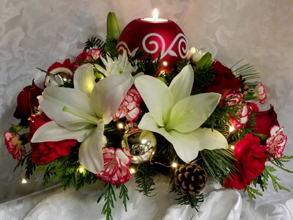 Berries & Bows Fresh Centerpiece (Local Deliverly Only)