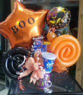 Holloween Candy and Balloon Bucket  Holloween Arrangement