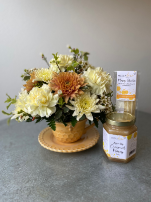 HoneyBee Tea Cup Special  in La Grande, OR   FITZGERALD FLOWERS
