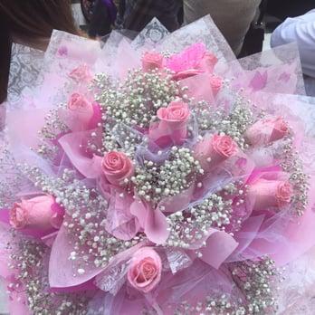HONG KONG  DOZEN LIGHT PINK ROSES   WRAPPED BOUQUET