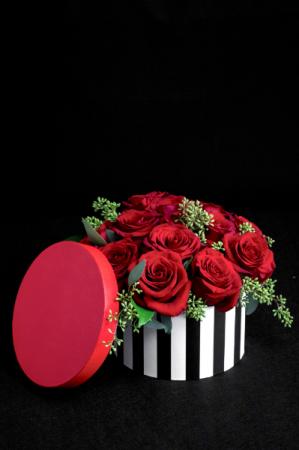 (Hot) Hats off to Love A Dozen Rose