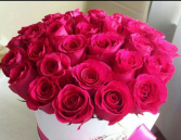 Hot pink rose hat box 30 roses