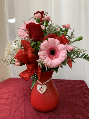 Hugs Boka Valentine 2020 All around arrangement in Berwick, LA | TOWN & COUNTRY FLORIST & GIFTS, INC.