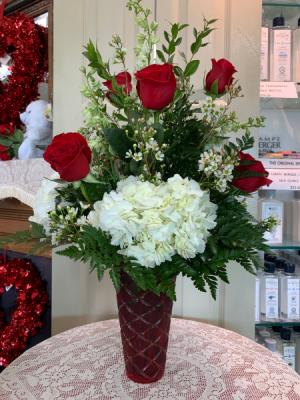 Hugs & Kisses Bouquet Valentine 2021 All around arrangement in Berwick, LA | TOWN & COUNTRY FLORIST & GIFTS, INC.