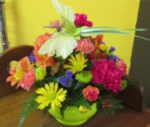 Hummingbird Centerpiece Inspirations Original Design in Lock Haven, PA | INSPIRATIONS FLORAL STUDIO