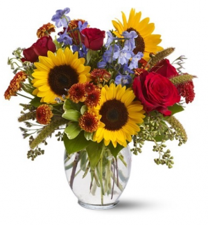 Hunter Fall Sunflower and Rose Delight in Plainview, TX | Kan Del's Floral, Candles & Gifts