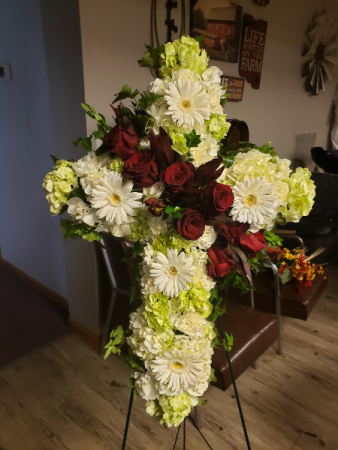 Hydrangea and red roses cross Standing spray