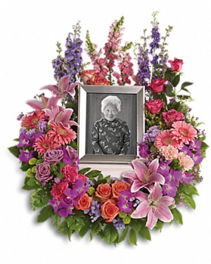 In Memoriam Wreath   (urn not included)  in Winnipeg, MB | KINGS FLORIST LTD