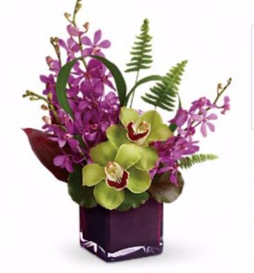 Island Vase Arrangement