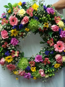 Beautiful Round Wreath with a mixture of colors. If we have a day's notice then in the additional information area you can specify colors, otherwise we will just do a mixture.