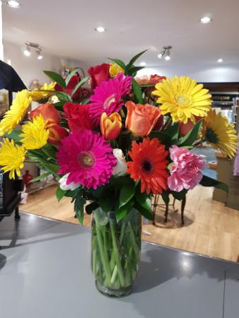 JIM'S FAVORITE Roses and daisies