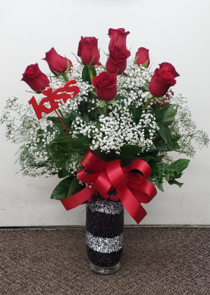 Kissy Face Rose Arrangement VASE ARRANGMENT (Local Delivery Only) in Elkton, MD | FAIR HILL FLORIST