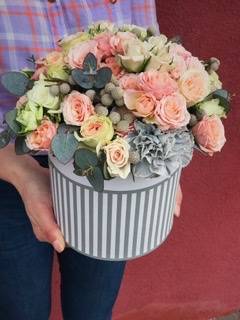 La Romantic  Flower box arrangement