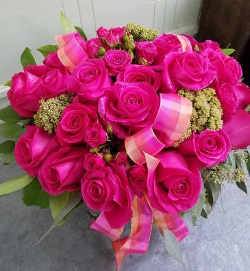 La Vie En Rose Vase Arrangement