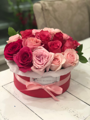 Pinks & Reds Flower Box Roses in Sparta, NJ | Bluet Flower Co.