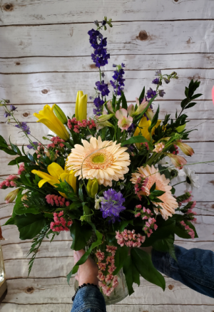 Large Garden Style  vase arrangement in Caldwell, ID | Bayberries Flowers & Gifts
