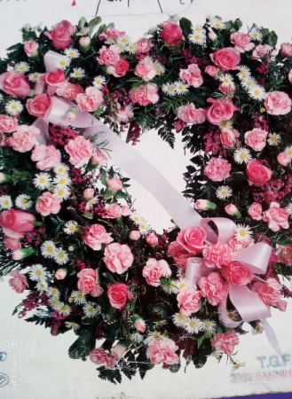 Large Heart Pink & White Wreath A34