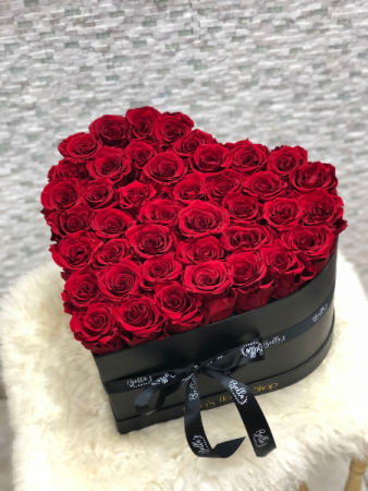 LARGE HEART SHAPE BLACK BOX PRESERVED ROSES