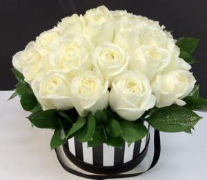 Large Magnificent Roses Hat Box  in Troy, MI | DELLA'S MAPLE LANE FLORIST