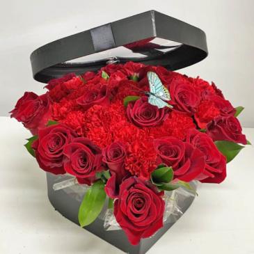 LAVISH LOVE IN RED Red Roses