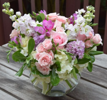 LIGHT PINK  ELEGANT MIXTURE OF FLOWERS
