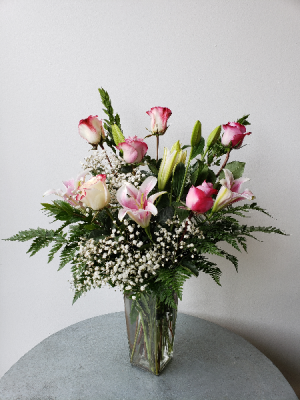 Lilies and Roses  in La Grande, OR | FITZGERALD FLOWERS