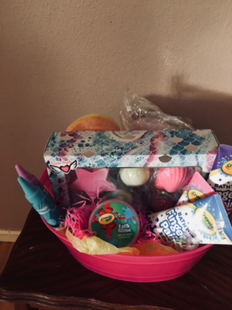 Little mermaid bathtime 1 only i Gift basket