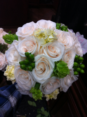LMF4L BOUQ #9 GREEN AND WHITE BRIDE OR BRIDESMAID BOUQUET