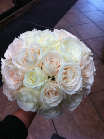LMF4L BOUQUET-1 WHITE/IVORY BRIDE OR BRIDESMAID BOUQUET