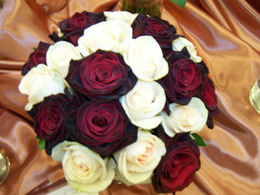 LMF4L BOUQUET #5 BURGUNDY/WHITE ROSES BRIDE OR BRIDESMAID BOUQUET