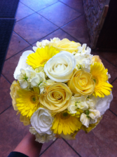 LMF4L BOUQUET #8 YELLOW AND WHITE MIX BRIDE OR BRIDESMAID BOUQUET