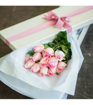 Long Stem Pink Roses in a Box  in Mississauga, ON | SELECT FLOWERS