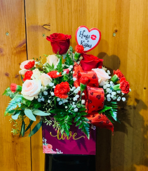Love Box  in Fowlerville, MI | ALETA'S FLOWER SHOP