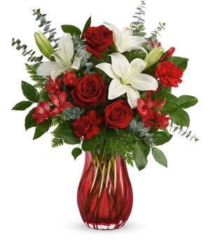 Love Conquers All Valentines in International Falls, MN | Gearhart's Floral And Gifts