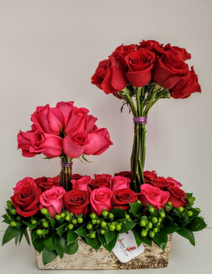 Love Roses Passion V21-807 Flower Arrangement in San Juan, PR | ELIKONIA FLOWERS