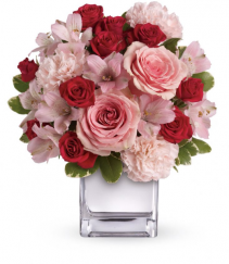 Love that Pink Bouquet Arrangement in cube