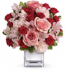 LOVE THAT PINK SILVER CUBE VASE