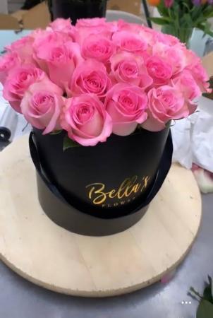 LOVELY PINK ROSES FLOWER BOX 25 ROSES