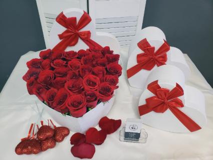 Lovely Rose Heart Box Roses