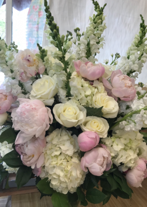Loving Memories Sympathy vase arrangement in Northport, NY | Hengstenberg's Florist