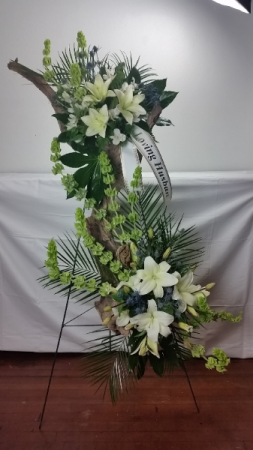 Loving Memory Easel Arrangement in North Bend, OR | PETAL TO THE METAL FLOWERS