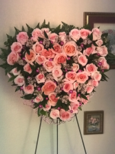 LOVING THOUGHTS Standing Heart Wreath