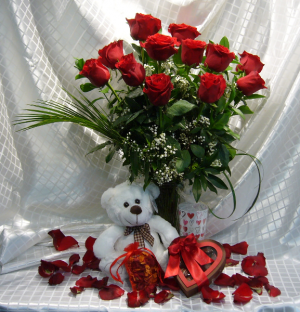 LUXURIOUS ROMANCE PACKAGE  Valentine Gift  in Parksville, BC   BLOSSOMS 'N SUCH