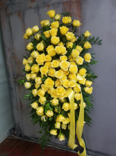 Luxury 100 Yellow Rose Tribute Easel Spray