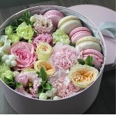 Macaron & Blooms Gift Box