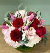 MAGNIFICENT PINK AND RED ROSES ELEGANT AND MIXTURE FLOWERS