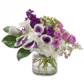 Manhattan Romance Compact Vase Arrangement