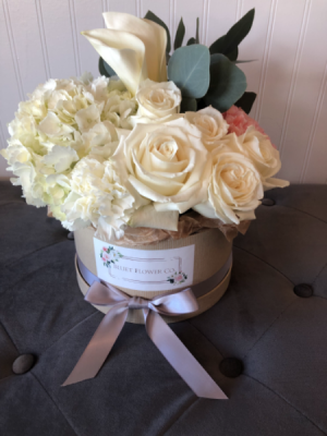 Dreamland Flower Box Arrangement Assorted Flowers in Sparta, NJ | Bluet Flower Co.